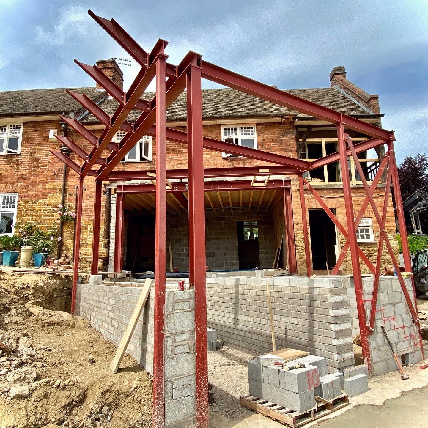 Contemporary extension to arts and craft house progresses…